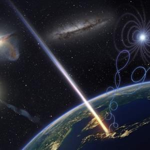 宇宙のどこかに爆発的なエネルギーを生み出す何かがある! 世界最大の粒子加速器の7桁も大きい宇宙線の発生源を探す研究。