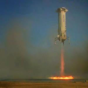 """アマゾン創業者が設立したブルー・オリジン社が宇宙船""""ニューシェパード""""の飛行に成功! NASA開発の月面着陸技術も試験"""
