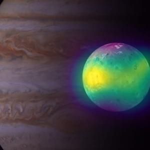 主成分の半分を火山活動が供給している? アルマ望遠鏡による観測で分かった衛星イオの大気