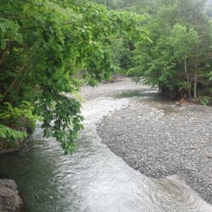 水系替えて、エメラルドグリーンの渓へ