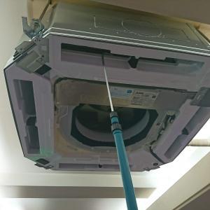 夜勤で空調設備の更新工事を実施