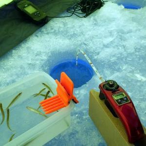 松原湖で氷上ワカサギ釣り