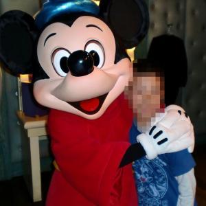 家族と涙と笑顔♥初ディズニーイースターで会ったミッキーマウス