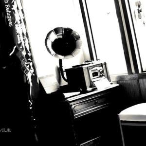 蓄 音 機