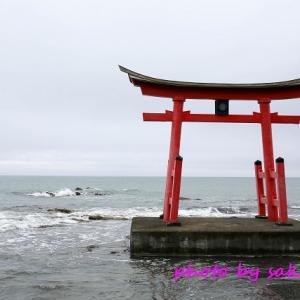 海に鳥居が浮かぶ 初山別の金比羅神社