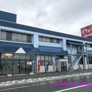増毛の港町市場で シマエビを買う