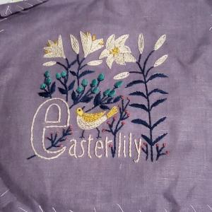 アルファベットと植物刺しゅうのクロスの会 イースターリリー