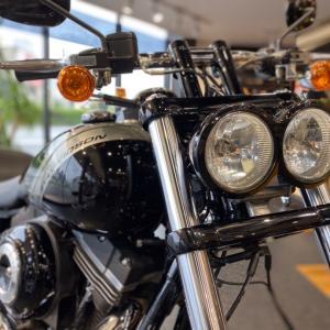 ツインのヘッドライト&テールランプが特徴的!