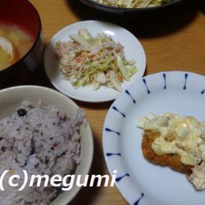 冷蔵庫掃除の晩御飯(≧◇≦) チキン南蛮&カニカマ、シーチキンのキャベツサラダ