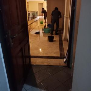 アパート内ワンフロア水浸し。