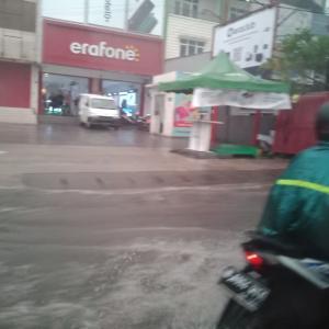 インドネシアのどローカルスーパー。TIPTOP。
