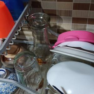 へぇ〜、皿洗ってるんだ。。。