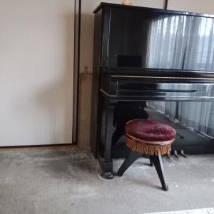 ピアノまわりのお片付け。