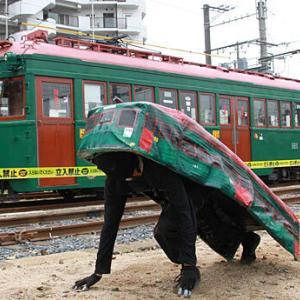 【疲れて帰っ】【te】【コテっとな】とある電車の車内でまんさんがとんでもない格好でパンちら → コレ