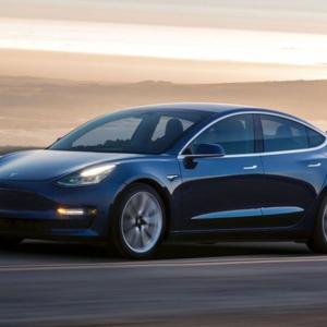 【Bloomberg】テスラ、時価総額でトヨタ上回る−世界最大の自動車メーカーに