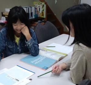 インターナショナルスクールで学ぶ子供たち