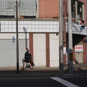 第一大通り 家具の丸越 小樽店前