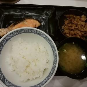 エキナカ吉野家で牛鮭定食