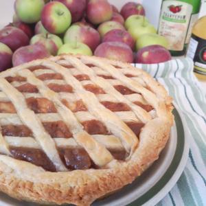 もぎたてのりんごでアップルパイ作り