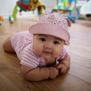 6ヶ月の赤子の筋トレ姿目撃!