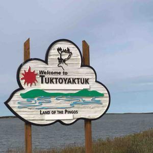 北極海の街、トゥクトゥヤクタック!