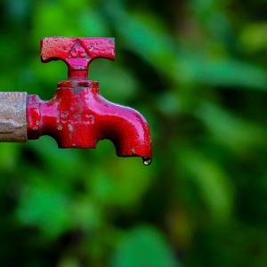 【注意】水道水とミネラルウォーター、飲むならどっち?