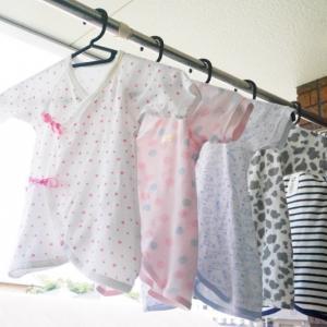 赤ちゃんの肌着の着せ方(新生児~3カ月頃)|コンビ肌着さえあれば大丈夫!