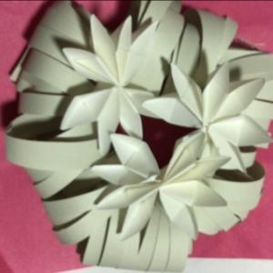 クリスマスリース 折り紙で手作り簡単に!百均材料で楽しく作ろう