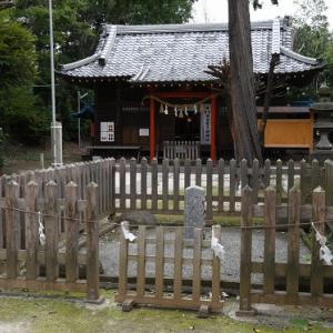 中山神社の御火塚と力石