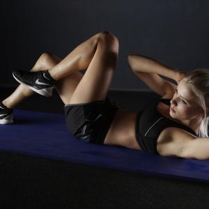 最短で筋肉をつけ、美しい身体になる方法【効率よく鍛えるには分割法を取り入れる】