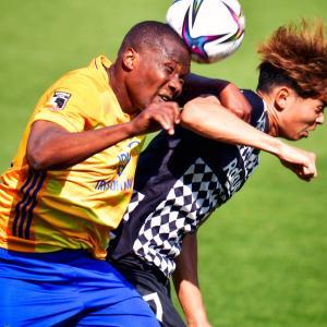 <写真>「空中戦」 ~空中戦はサッカーというゲームを立体的にしている~