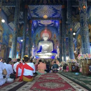 フォトジェニックな青の寺院「ワットロンスアテン」への行き方、見所、注意点など
