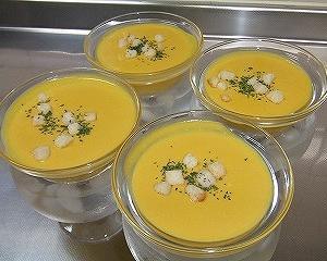 ダイエットにも最適!簡単に作れるカボチャの冷製スープレシピ