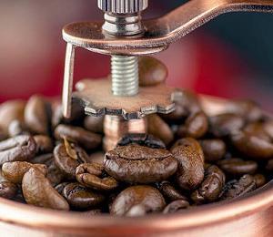 バターコーヒーには浅煎りのコーヒー豆がいいって本当?深煎りの方が美味しくないですか?