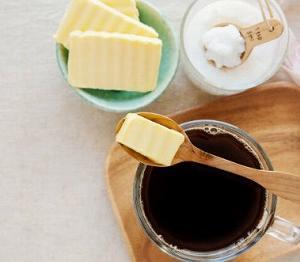 チャコールバターコーヒーの飲み方を季節によって変えてみる!今日は常温がいい感じ♪