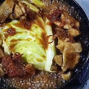 チキンとキャベツのトマト煮込み