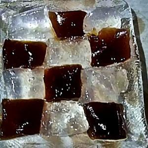 ワラビ餅が話題に・二色のワラビ餅で涼しくおいしく