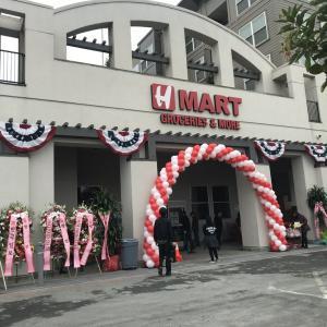 -最新レポート-韓国系スーパー H Mart San Francisco店 今日4月21日(水曜日)オープン! 韓国系のみならず、あらゆる食材がここで揃うのでショッピングのはしご不要です!(日本食料品コーナー満載、野菜や肉、魚が新鮮!)今日限定のフリーギフトセットももらえます!今すぐ、H Martへ!