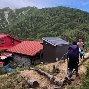 日本三百名山 越百山へ☆その2 赤い屋根の越百小屋♩