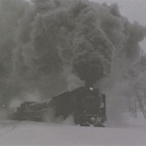 昭和49年蒸気機関車D51 吹雪になりそうな中をやって来た