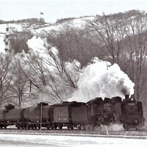 昭和49年蒸気機関車C58 網走湖畔脇タンクを牽引して