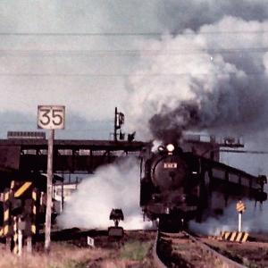 昭和48年蒸気機関車C623 長万部駅発車をカラー写真で