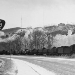 昭和49年蒸気機関車C58 国道39号標識とタンク車