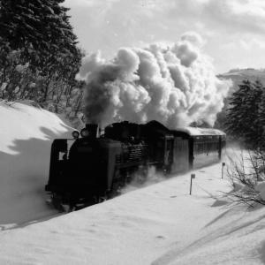 昭和48年蒸気機関車C5787 雪の積もった早朝塩狩峠で撮影