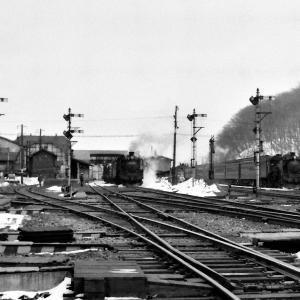 昭和49年蒸気機関車C58 網走駅構内に貨物と客車が