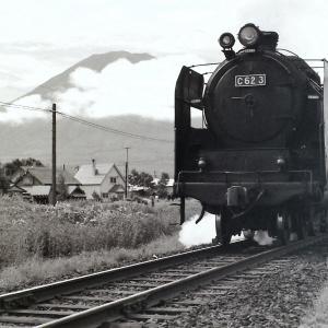 昭和48年蒸気機関車C623 羊蹄山を入れて撮影しました