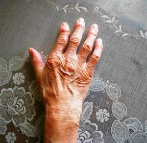母さんの手。