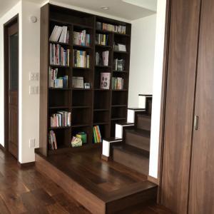 『WEB内覧会』リビング階段のミニ読書スペース