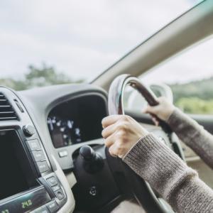 【2019年版】イヤホンをつけての車・バイクの運転は違反になる?