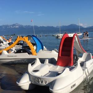 滑り台付きのボート初体験